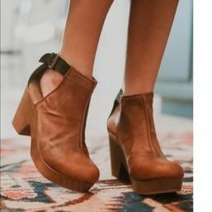 Free People Amber Orchard Clog!